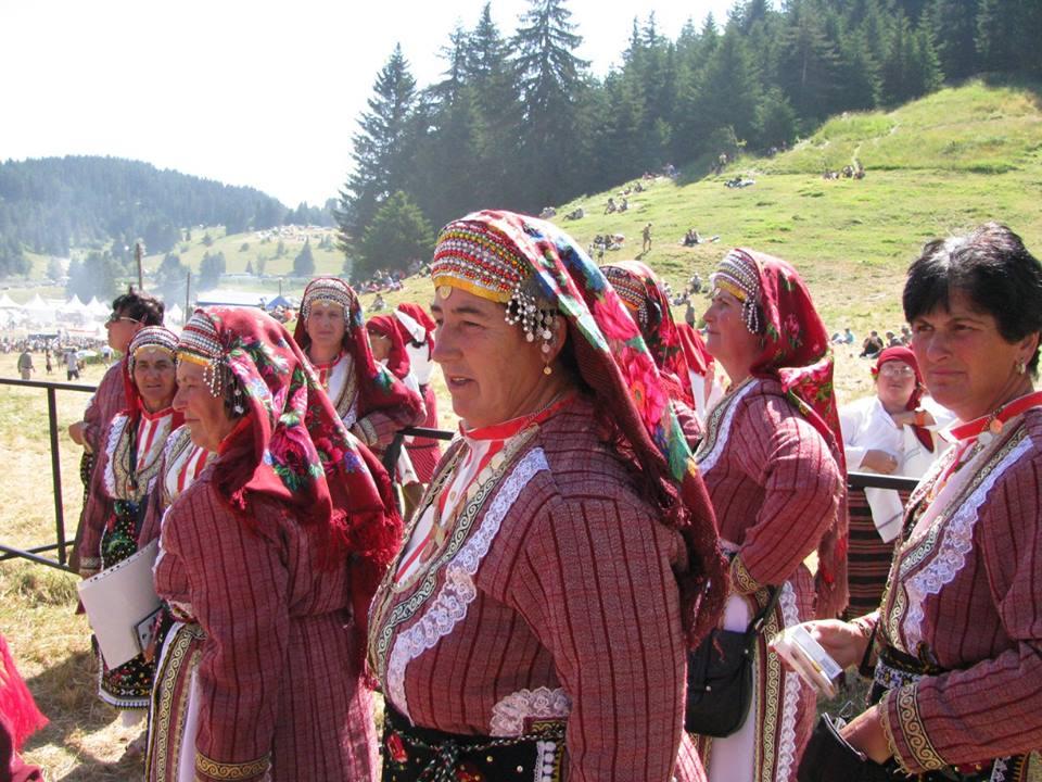 фолклорни изпълнители