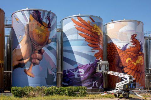 Насимо нарисува най-големият стенопис-графит в Източна Европа